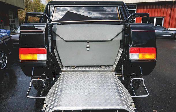 Cu gândul la Urus? Un Lamborghini LM002 din 1990 s-a vândut cu 467.000 de dolari - Poza 5