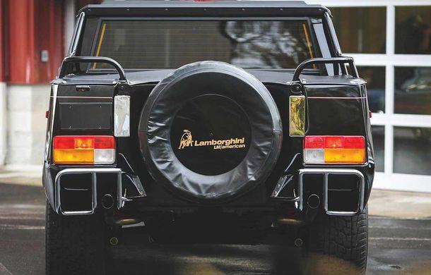 Cu gândul la Urus? Un Lamborghini LM002 din 1990 s-a vândut cu 467.000 de dolari - Poza 4