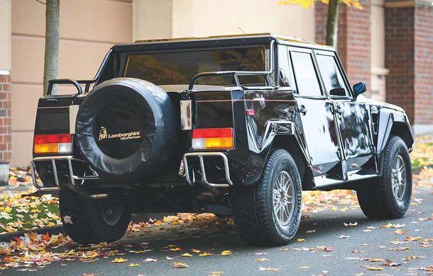 Cu gândul la Urus? Un Lamborghini LM002 din 1990 s-a vândut cu 467.000 de dolari - Poza 3