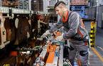 Proiect-pilot: Angajații Audi vor fi echipați cu un exoschelet pentru munca în fabrică