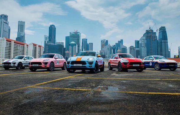 """Campanie în Singapore: Porsche Macan promovat cu ajutorul unor """"haine"""" celebre în motorsport - Poza 1"""