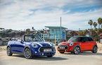 Mini Hatch și Mini Cabrio primesc modificări estetice minore și tehnologii noi: ecran tactil, cutie automată cu dublu ambreiaj și încărcare wireless pentru smartphone