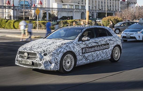 """Imagini cu viitorul Mercedes-Benz Clasa A """"îmbrăcat"""" în camuflaj: nemții l-au adus în Los Angeles și oferă informații despre noul sistem de infotainment - Poza 1"""