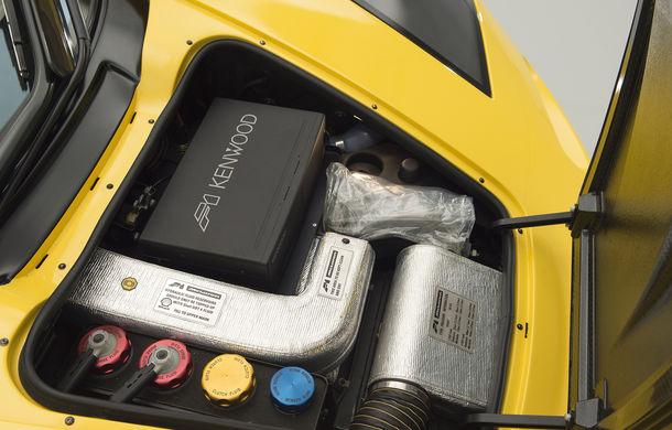 Singurul McLaren F1 încă neînmatriculat a fost vândut în Anglia. Produsă în 1997, mașina avea încă foliile de protecție la interior - Poza 27