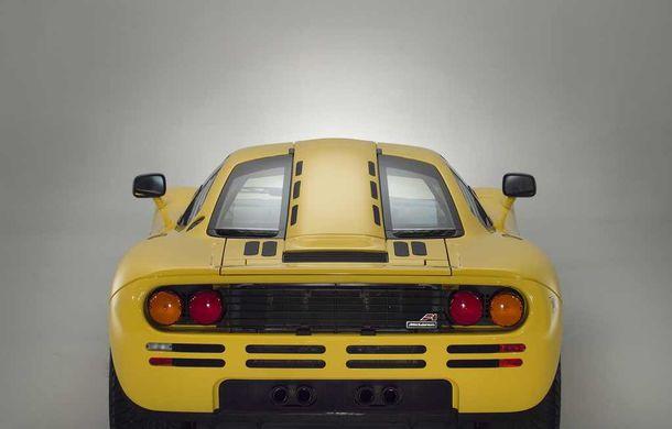 Singurul McLaren F1 încă neînmatriculat a fost vândut în Anglia. Produsă în 1997, mașina avea încă foliile de protecție la interior - Poza 13