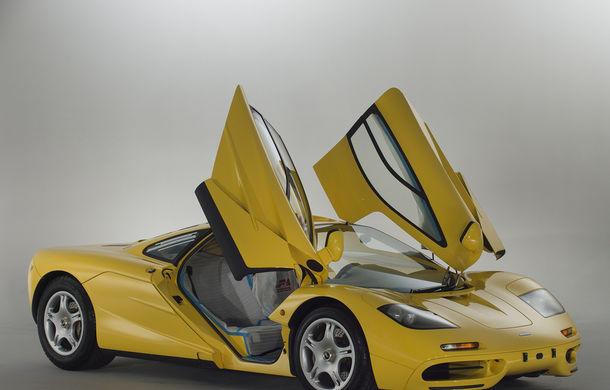 Singurul McLaren F1 încă neînmatriculat a fost vândut în Anglia. Produsă în 1997, mașina avea încă foliile de protecție la interior - Poza 2