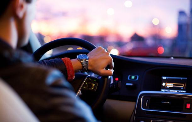 Studiu inedit realizat de Peugeot: șoferii nu se uită la drum 7% din timpul petrecut la volan - Poza 1