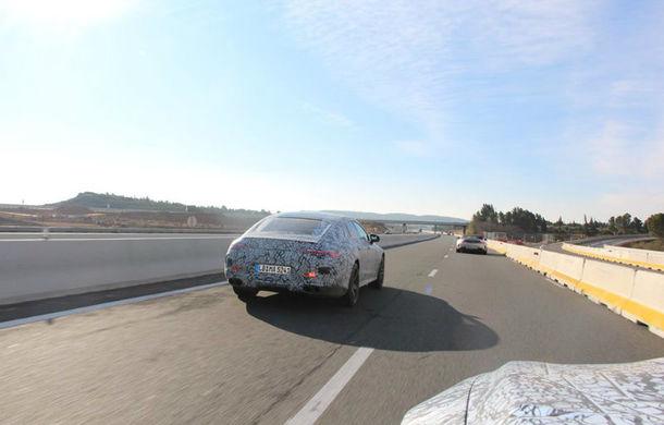 Mercedes-AMG GT Coupe camuflat: primele imagini oficiale cu rivalul lui Porsche Panamera - Poza 2