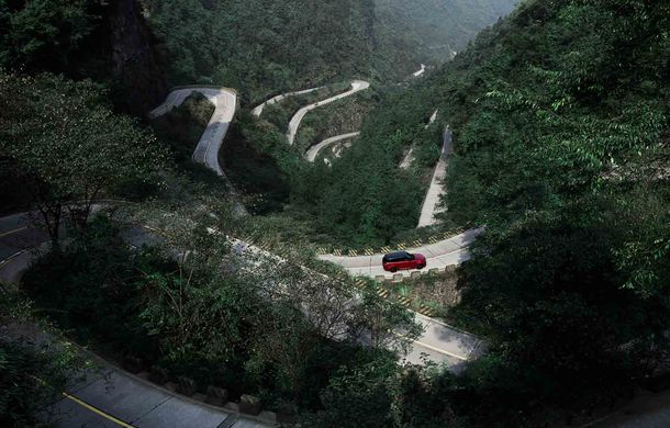 """Range Rover Sport PHEV a urcat 999 de trepte: hibridul de 400 de cai putere a ajuns la """"Poarta Raiului"""" - Poza 10"""