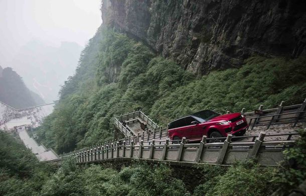 """Range Rover Sport PHEV a urcat 999 de trepte: hibridul de 400 de cai putere a ajuns la """"Poarta Raiului"""" - Poza 1"""