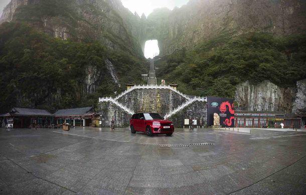 """Range Rover Sport PHEV a urcat 999 de trepte: hibridul de 400 de cai putere a ajuns la """"Poarta Raiului"""" - Poza 11"""