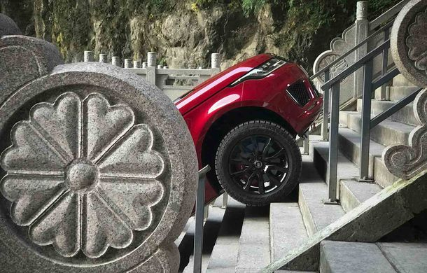 """Range Rover Sport PHEV a urcat 999 de trepte: hibridul de 400 de cai putere a ajuns la """"Poarta Raiului"""" - Poza 2"""