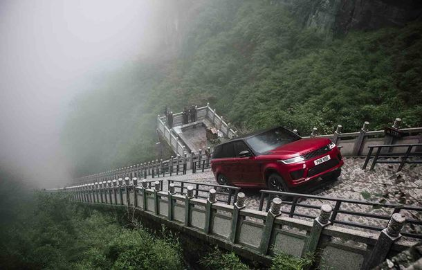 """Range Rover Sport PHEV a urcat 999 de trepte: hibridul de 400 de cai putere a ajuns la """"Poarta Raiului"""" - Poza 6"""