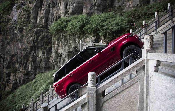"""Range Rover Sport PHEV a urcat 999 de trepte: hibridul de 400 de cai putere a ajuns la """"Poarta Raiului"""" - Poza 3"""