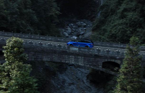 Un Range Rover Sport SVR a fost mai rapid decât un Ferrari 458 Italia: puțin sub 10 minute pentru un traseu de 11 kilometri cu 99 de viraje - Poza 6
