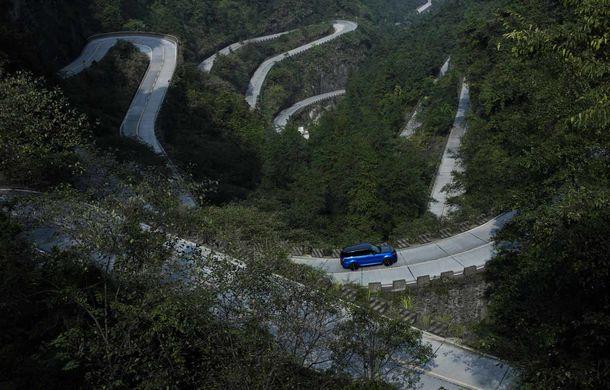 Un Range Rover Sport SVR a fost mai rapid decât un Ferrari 458 Italia: puțin sub 10 minute pentru un traseu de 11 kilometri cu 99 de viraje - Poza 3