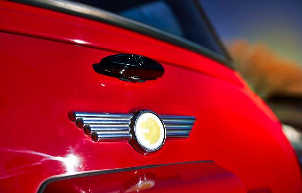 Arc peste timp: un Mini clasic a fost transformat într-un vehicul 100% electric - Poza 25