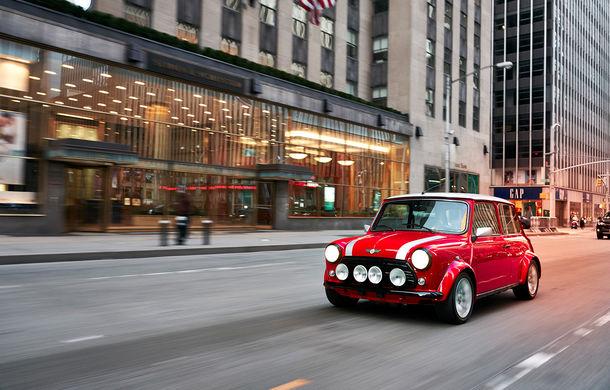 Arc peste timp: un Mini clasic a fost transformat într-un vehicul 100% electric - Poza 11
