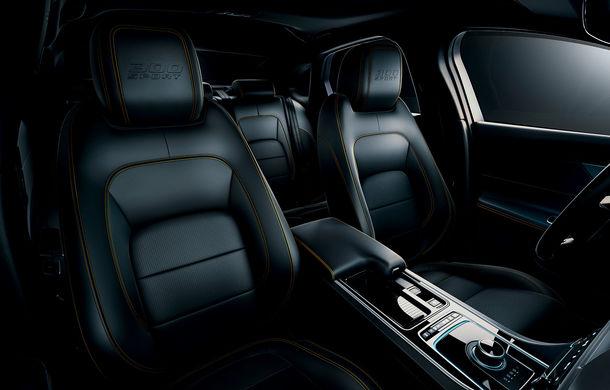 Jaguar introduce noile XE și XF 300 Sport: motor de 2.0 litri benzină cu 300 de cai putere - Poza 35
