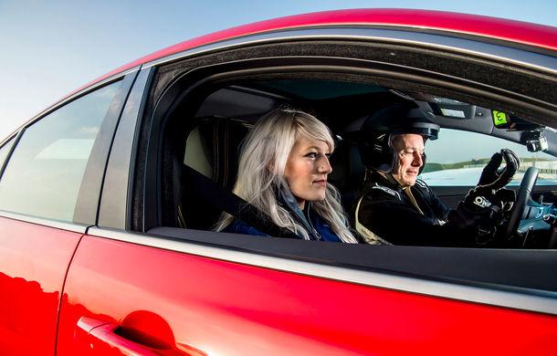 Jaguar introduce noile XE și XF 300 Sport: motor de 2.0 litri benzină cu 300 de cai putere - Poza 21
