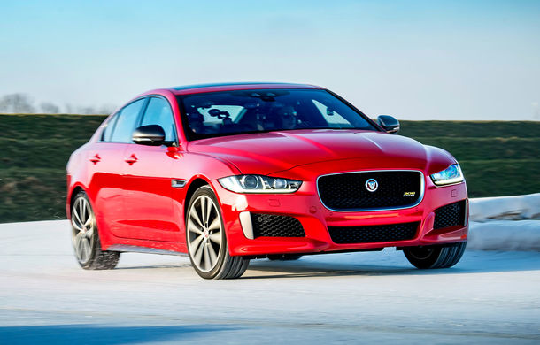 Jaguar introduce noile XE și XF 300 Sport: motor de 2.0 litri benzină cu 300 de cai putere - Poza 13