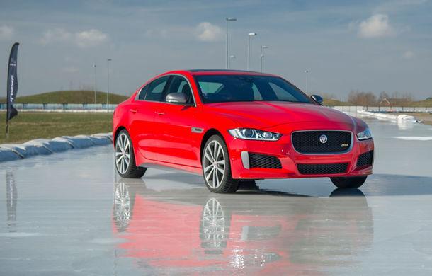 Jaguar introduce noile XE și XF 300 Sport: motor de 2.0 litri benzină cu 300 de cai putere - Poza 12
