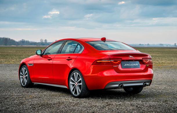 Jaguar introduce noile XE și XF 300 Sport: motor de 2.0 litri benzină cu 300 de cai putere - Poza 6