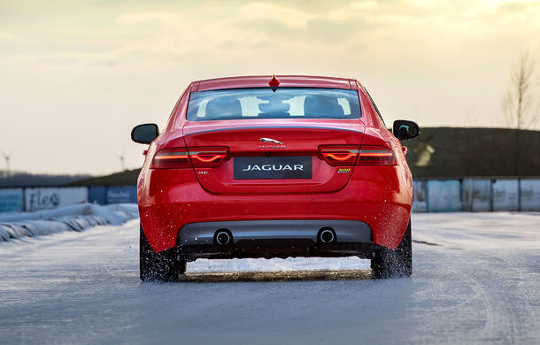 Jaguar introduce noile XE și XF 300 Sport: motor de 2.0 litri benzină cu 300 de cai putere - Poza 14