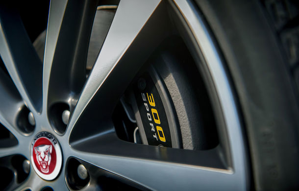 Jaguar introduce noile XE și XF 300 Sport: motor de 2.0 litri benzină cu 300 de cai putere - Poza 23