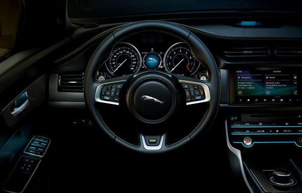 Jaguar introduce noile XE și XF 300 Sport: motor de 2.0 litri benzină cu 300 de cai putere - Poza 37