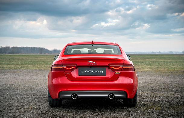 Jaguar introduce noile XE și XF 300 Sport: motor de 2.0 litri benzină cu 300 de cai putere - Poza 8