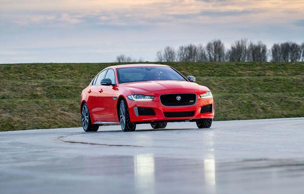 Jaguar introduce noile XE și XF 300 Sport: motor de 2.0 litri benzină cu 300 de cai putere - Poza 15