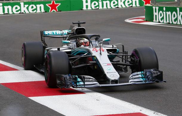Spectacol la Baku: Hamilton câștigă în fața lui Raikkonen după o pană suferită de Bottas. Vettel pe locul 4, acroșaj între Verstappen și Ricciardo - Poza 1