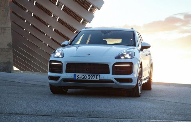 Porsche Cayenne E-Hybrid: SUV-ul plug-in hybrid are 462 CP și oferă o autonomie electrică de peste 40 de kilometri - Poza 1