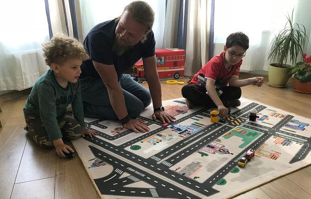 """Învață-ți copiii să traverseze corect: proiectul """"CovOrașul meu"""" ilustrează harta reală a cartierului pe un covor de joacă - Poza 3"""
