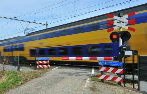Măsuri pentru siguranța rutieră: trecerile la nivel cu calea ferată de pe drumurile naționale vor avea bariere - Poza 1