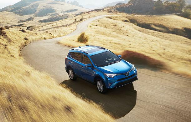 Toyota a renunțat la producția lui RAV4 cu propulsie diesel: SUV-ul poate fi cumpărat doar cu motor pe benzină sau sistem hibrid - Poza 1