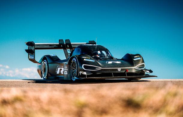 Volkswagen ID R și prima întâlnire cu virajele de la Pikes Peak: conceptul electric accelerează de la 0 la 100 km/h în doar 2.25 de secunde - Poza 1