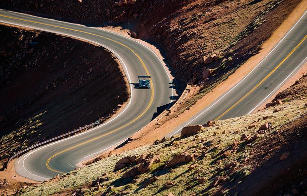 Volkswagen ID R și prima întâlnire cu virajele de la Pikes Peak: conceptul electric accelerează de la 0 la 100 km/h în doar 2.25 de secunde - Poza 3