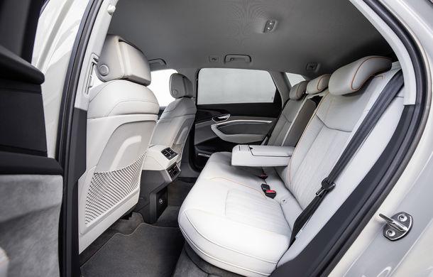 Primele imagini cu interiorul lui Audi e-tron: SUV-ul electric are 5 ecrane, dintre care două pentru camerele care înlocuiesc oglinzile - Poza 19