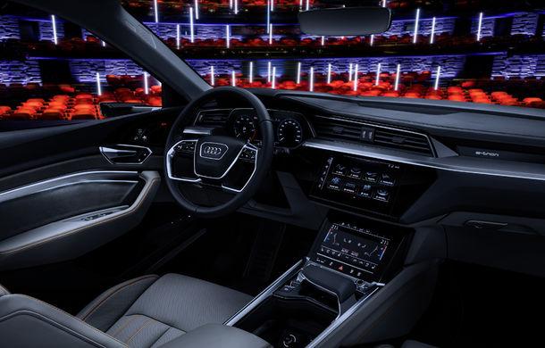 Primele imagini cu interiorul lui Audi e-tron: SUV-ul electric are 5 ecrane, dintre care două pentru camerele care înlocuiesc oglinzile - Poza 22