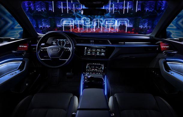 Primele imagini cu interiorul lui Audi e-tron: SUV-ul electric are 5 ecrane, dintre care două pentru camerele care înlocuiesc oglinzile - Poza 21