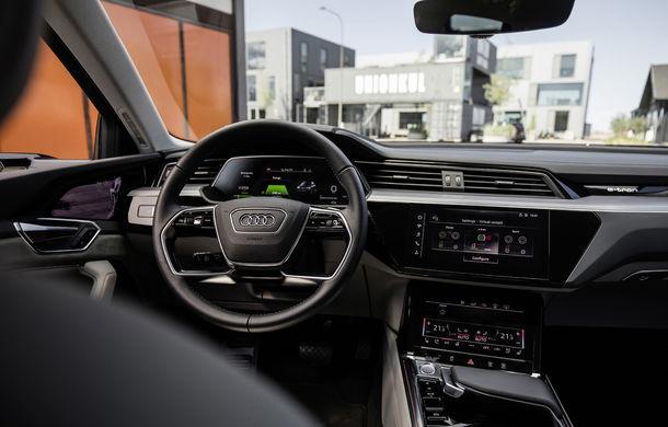 Primele imagini cu interiorul lui Audi e-tron: SUV-ul electric are 5 ecrane, dintre care două pentru camerele care înlocuiesc oglinzile - Poza 3