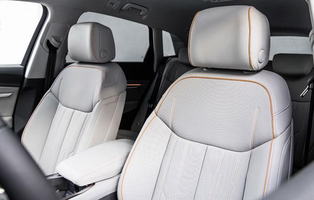 Primele imagini cu interiorul lui Audi e-tron: SUV-ul electric are 5 ecrane, dintre care două pentru camerele care înlocuiesc oglinzile - Poza 13