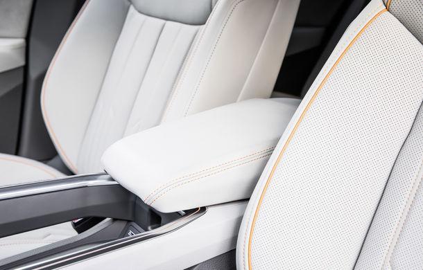 Primele imagini cu interiorul lui Audi e-tron: SUV-ul electric are 5 ecrane, dintre care două pentru camerele care înlocuiesc oglinzile - Poza 14