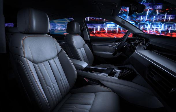 Primele imagini cu interiorul lui Audi e-tron: SUV-ul electric are 5 ecrane, dintre care două pentru camerele care înlocuiesc oglinzile - Poza 23