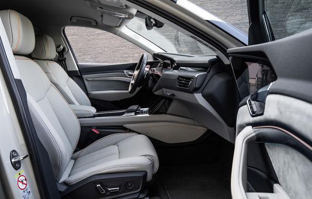 Primele imagini cu interiorul lui Audi e-tron: SUV-ul electric are 5 ecrane, dintre care două pentru camerele care înlocuiesc oglinzile - Poza 9