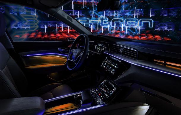 Primele imagini cu interiorul lui Audi e-tron: SUV-ul electric are 5 ecrane, dintre care două pentru camerele care înlocuiesc oglinzile - Poza 24