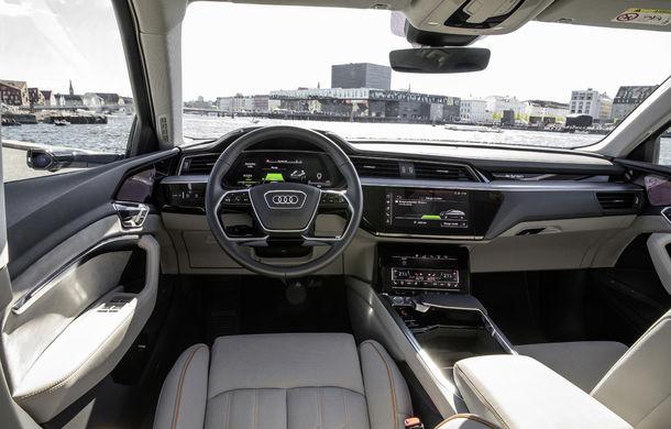 Primele imagini cu interiorul lui Audi e-tron: SUV-ul electric are 5 ecrane, dintre care două pentru camerele care înlocuiesc oglinzile - Poza 5