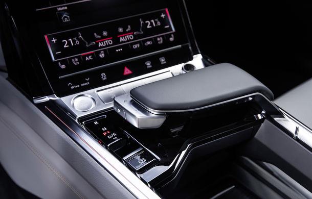 Primele imagini cu interiorul lui Audi e-tron: SUV-ul electric are 5 ecrane, dintre care două pentru camerele care înlocuiesc oglinzile - Poza 12
